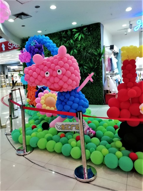 A Peppa balloon display