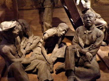 Statues of Chinese migrants