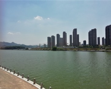 View of the river separating the two parts of Liandu, Lishui's main district